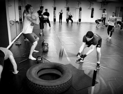 Muskelaufbau mit LKW Reifen und Sandsäcken